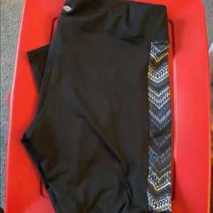 Maurices in Motion tights Size 3x black/Aztec